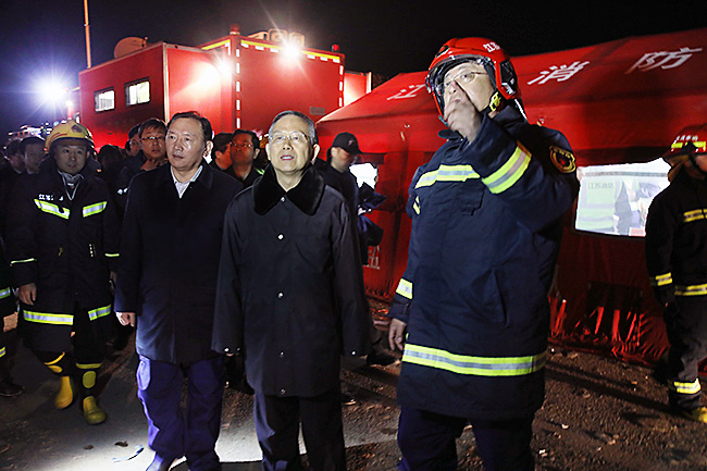 应急管理部党组书记黄明到达江苏盐城化工厂爆炸现场